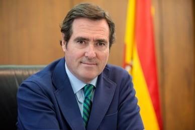 """Garamendi (CEOE) responde que """"puede presionar quien tiene el BOE"""" y ve """"muy peligroso"""" parar la actividad sin un plan para después"""